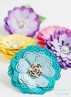 Ideia bacana para fazer flores com cortadores de papel ~ VillarteDesign Artesanato