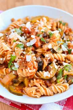 Delicious speedy Mushroom, Bacon, Tomato and Zucchini Pasta - make me today and enjoy leftovers again tomorrow. Meals do not need to be complicated.