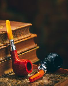 A batch of 12 Peterson Amber Spigots are joined by 12 rarely seen Horn Spigots. On site now. http://smokingpip.es/2vj6P6G