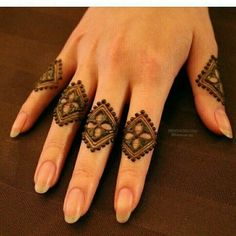 Mehndi design makes hand beautiful and fabulous. Here, you will see awesome and Simple Mehndi Designs For Hands. Latest Finger Mehndi Designs, Mehndi Designs For Girls, Mehndi Designs For Beginners, Modern Mehndi Designs, Mehndi Design Pictures, Mehndi Designs For Fingers, Beautiful Mehndi Design, Henna Tattoo Designs, Easy Simple Mehndi Designs
