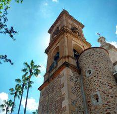 Campanario de la Parroquia de la Santísima Trinidad. El municipio recibe el nombre en honor del Padre de la Patria, Don Miguel Hidalgo y Costilla. #ciudadhidalgo #jalisco #mexico
