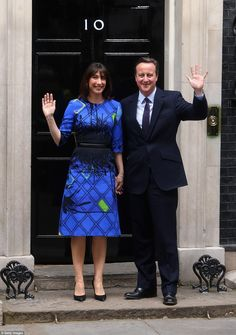 Samantha Cameron, emerged from Number 10 accompanied by her family in a mid-length graphic print dress with zip detailing costing from Serbian born designer Roksanda. Samantha Cameron, Blue And Yellow Dress, Princess Diana Family, Hm The Queen, Special Gifts For Her, Young Old, Thing 1, Princess Margaret, Queen Elizabeth Ii