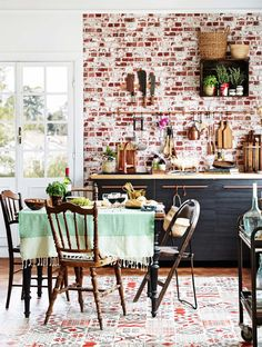 a bistro style kitchen Bistro Style, Eclectic Design, Interior, Dining, Kitchen Decor, Home Decor, Kitchen Dining Room, Dark Kitchen, Home And Living