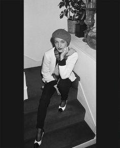Chic Society Ladies: Loulou de la Falaise and Maxime de la Falaise on… Vintage Vogue, Vintage Fashion, Ysl, Saint Laurant, Yves Saint Laurent, Le Smoking, Feminine Mystique, Guitar Girl, Haute Hippie