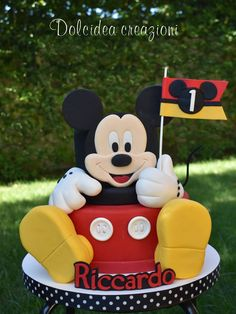 Gallery Dolcidea creazioni Mickey Mouse Birthday Decorations, Theme Mickey, Mickey Mouse Clubhouse Birthday, Minnie Birthday, Mickey Party, Bolo Do Mickey Mouse, Mickey Cakes, Minnie Mouse Cake, Pastel Mickey