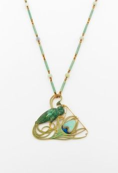 Peacock Pendant - Rene Lalique (1860 - 1945). Circa 1900 Gold, sapphire, enamel.