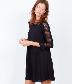 Robe fluide à manches 3/4, détail en dentelle - Petites robes noires - Robes - Vêtements - Prêt-à-porter