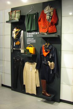 The deconstruction of this outfit at the Zalando pop-up shop is a great way to get people thinking in terms of outfits and pairings. #Merchandising
