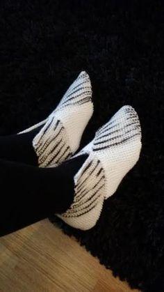 Me Naiset – Blogit | Sukkasillaan – Palastossut eli kasipalaset Yeezy, Cleats, Adidas Sneakers, Shoes, Crochet, Fashion, Flannel Dress, Football Boots, Moda