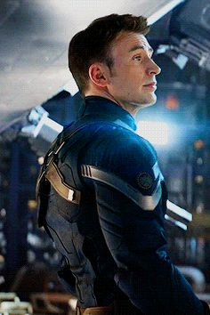 Chris Evans as Captain America/Steve Rogers in Captain America: The Winter Soldier Capitan America Marvel, Capitan America Chris Evans, Chris Evans Captain America, Marvel Captain America, Steve Rogers, Steven Grant Rogers, Camilla Belle, Age Of Ultron, San Diego Comic Con