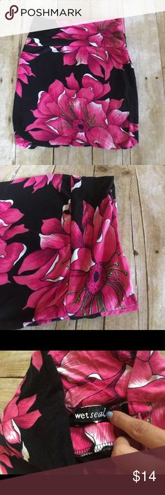 Wet seal Floral Skirt Small Black and pink. In EUC! Size Small. Tag is a bit warn off (see photo) Wet Seal Skirts Mini