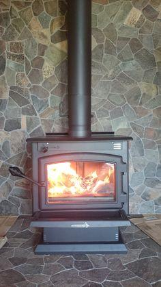 Kanadské krbové kachle Enerzone Destination 2,3! Štýl, funkčnosť, príjemné teplo v celom dome. Prikladací interval každých 12 hodín, čistenie raz za dva týždne.  #krbex #kachle #stove #canadian #beauty