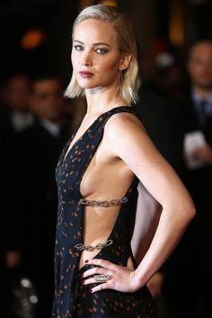 Jennifer Lawrence escolhe decote lateral para a premiere de 'Jogos Vorazes: a esperança — O final'
