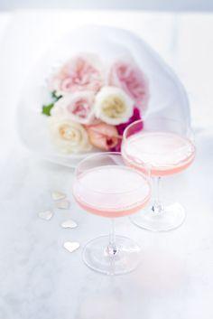 le cocktail des filles, champagne, sirop de rose, pour les occasion, anniversaire, communion, fiançailles,  enterrement de vie de jeune fille, mariage.. photographie professionnelle, photographe culinaire, Marielys Lorthios  http://www.marielys-lorthios.com