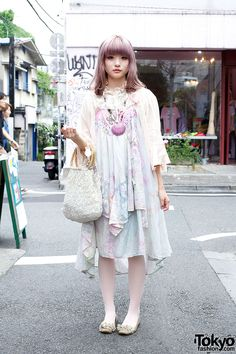 Yukinnko is wearing a lace-trimmed negligee top from The Virgin Mary over a pretty dress (with lace, layers, and studs) from New York Joe Exchange, pink stockings, and flats decorated with flower petals and lace. Accessories include a lace collar, a purple seashell necklace from The Virgin Mary (an item we've seen recur in several of Yukinnko's looks), a tooth pin, and a beautiful vintage handbag from The Virgin Mary.