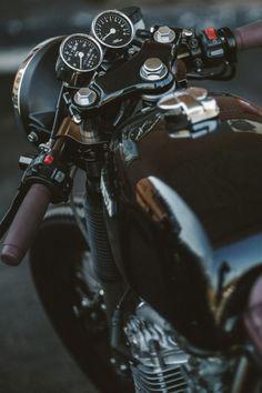 avenuesofinspiration: Honda CB Cafe Racer | Photographer © | AOI