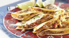 Jauhelihaquesadilla sopii niin arkeen kuin juhlaan! Tämä maukas quesadilla-resepti valmistuu alle puolessa tunnissa pannulla. Kokeile ja ihastu!