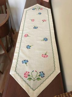 This Pin was discovered by Gul Embroidery Patterns, Hand Embroidery, Cross Stitch Beginner, Stitch 2, Bargello, Christmas Cross, Cross Stitch Designs, Cross Stitching, Table Runners
