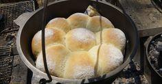 寒いキャンプでダッチオーブンでパンを焼くために、一番効率の良い方法を考えたらこうなりました。ダッチでパン!を初めて焼く方にお勧めです。 写真のダッチオーブンはユニフレームの10インチディープです。