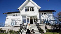 Bilderesultat for vindu sveitservilla Exterior, Houses, Mansions, Architecture, House Styles, Home Decor, Homes, Arquitetura, Decoration Home