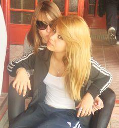 María y amiga
