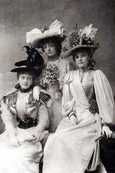 "history-of-fashion: "" 1896 A publicity photo for ""The Geisha"", the actresses shown are Alice Davis, Blanche Massey and Hetty Hamer (V&A Theatre Museum) "" Victorian Hats, Victorian Women, Edwardian Era, Edwardian Fashion, Vintage Fashion, Victorian Dresses, 1930s Fashion, Fashion Fashion, Fashion Online"