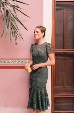 <img> Gal Meets Glam Collection Eve Lace Midi Dress in Forest Green Green Lace Dresses, Green Midi Dress, Lace Midi Dress, Pretty Dresses, Formal Midi Dress, Semi Formal Dresses For Wedding, Gal Meets Glam, Groom Dress, Look Chic