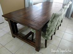 Farmhouse table stained with pine wood The pine table is covered with a dark wood stain (African mah Diy Farmhouse Table, Diy Dining Table, A Table, Rustic Table, Farmhouse Chic, Stain On Pine, Dark Wood Stain, Staining Pine Wood, Mahogany Wood Stain