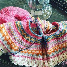 I M P U L S S T R I K K #barnelopper #pinneguri #malsenogmor #shetlandsoft #restefest2016 #tilenlitenprinsesse