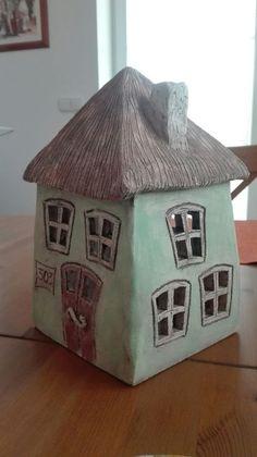 Good Free of Charge Slab Pottery lantern Popular Domeček Clay Houses, Ceramic Houses, Miniature Houses, Hand Built Pottery, Slab Pottery, Ceramic Pottery, Ceramic Lantern, Ceramic Pots, Ceramics Projects