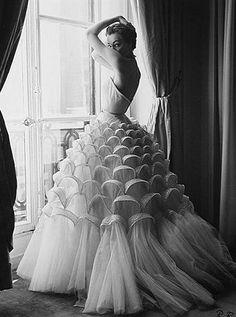 Vintage Wedding Gown Vintage Vogue by Walde Huth Glamour Vintage, Vogue Vintage, Vintage Beauty, Vintage Dior, Vintage Couture, Fashion Vintage, Vintage Bridal, Fifties Fashion, Vintage Mermaid