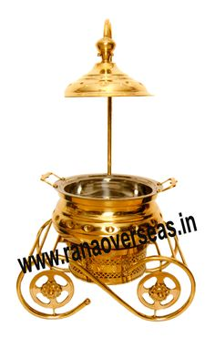 Brass Chafing Dish  Brass Chafing Dishes are also ideal gift items. An extensive range of our Brass Chafing Dishes includes superior quality Decorative Brass Chafing Dishes that are fabricated from supreme quality metals. Our entire range of these Brass Chafing Dishes is praised by our clientele for its longevity, high durability, and modern designs. Mirror Finish, Corrosion resistant, Easy to clean and Perfect finish. Applications :- Hotels , Restaurants, Caterers, Inns,