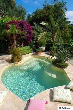 Have a look at this brilliant pool diy - what an ingenious design and development Swiming Pool, Swimming Pools Backyard, Swimming Pool Designs, Backyard Landscaping, Small Inground Pool, Small Backyard Pools, Small Pools, Backyard Ponds, Mini Piscina