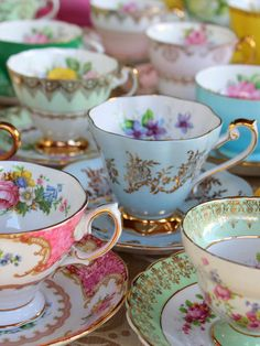Gilded cups and saucers, much like I imagined the delicate rose-painted teacups at Jane's Tea Room. Tea Sets Vintage, Vintage Tea Rooms, Vintage Cups, Vintage Tea Parties, Antique Tea Cups, Vintage China, English Tea Cups, Drinking Tea, Teapots And Cups