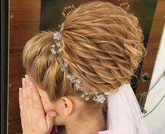 Bridal Hair - Wedding Hairstyles - Evening Hairstyles - Bun Models Source by ferday Evening Hairstyles, Best Wedding Hairstyles, Pretty Hairstyles, Braided Hairstyles, Peinado Updo, Hair Photo, Hair Updo, Hair Designs, Prom Hair
