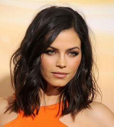 Click to see how Jenna Dewan Tatum uses contouring to get gorgeous cheekbones.