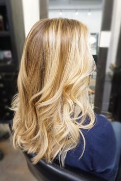Honey Butter Balayage beauty honey Warm Blonde Hair Shades Perfect for Brightening Your Locks This Spring Butter Blonde Hair, Golden Blonde Hair, Blonde Hair Looks, Brown Blonde Hair, Balayage Blond, Balayage Highlights, Golden Blonde Highlights, Balayage Hairstyle, Warm Highlights