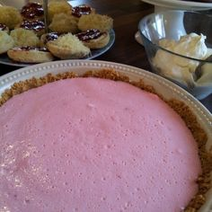 An extremely easy marshmallow and yogurt tart. It is perfect for a tea-time snack or an after-dinner sweet. Savory Cheesecake, Easy Cheesecake Recipes, Jelly Recipes, Yogurt Recipes, Tart Recipes, Dessert Recipes, Healthy Recipes, Just Desserts, Delicious Desserts