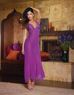 """Neglige Kleid """"Naughty Nymphy"""" mit Spitze und Tüll in einem wunderschön kräftigem Lila Ton - zu kaufen im zugeschnuert-shop.de"""