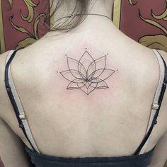 Flor de lotus trabalhada em Traços e Pontilhado by @renetattoo #sevenstarstattoo #brasiltattoo ...
