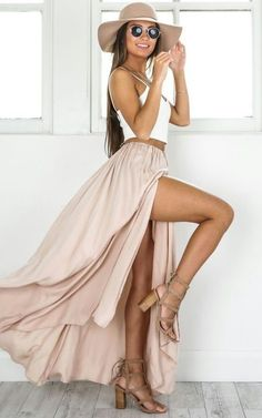 Pretty blush maxi skirt with white top, cute blush shoes and hat.