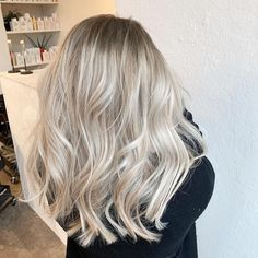 Golden Blonde Balayage for Straight Hair - Honey Blonde Hair Inspiration - The Trending Hairstyle Medium Blonde Hair, Blonde Hair Looks, Brown Blonde Hair, Platinum Blonde Hair, Sandy Blonde, Super Blonde Hair, Color Rubio, Blonde Balayage, Blonde Foils