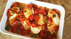 Szeretnétek magatokat a paradicsomban érezni? Ennek a csirkének sikerült! A rengeteg mozzarella és a serpenyőben lepirított koktélparadicsomok gondoskodnak arról, hogy ez az egyszerű és gyorsan elkészíthető étel legyen az új kedvencetek!        Caprese csirke (6 főre)    1 kg csirkemell filé  30 Ratatouille, Vegetable Pizza, Lasagna, Poultry, Quiche, Food And Drink, Mozzarella, Meals, Breakfast