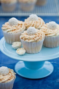 Coconut Cupcakes with White Cream and Raffaello Coconut Muffins, Coconut Cupcakes, Cake Recipes, Dessert Recipes, Delicious Desserts, Yummy Food, Polish Recipes, Cake Cookies, No Bake Cake