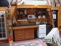 Check out the photos of this Upstate New York yurt that belongs to Everett Boutilett and Louis Johnson. The yurt helps them live a totally simple and sustainable life. Tiny House Blog, Tiny House Living, Small Living, Living Spaces, Yurt Interior, Interior Exterior, Bunk Beds With Stairs, Kids Bunk Beds, Tiny Spaces