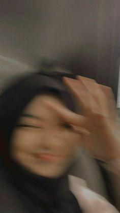 Cute Girl Face, Cute Girl Photo, Girl Photo Poses, Girl Photos, Blur Picture, Bora Lim, Face Blur, Muslim Pictures, Girls Mirror