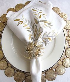 Shimmering leaves & crystal place setting