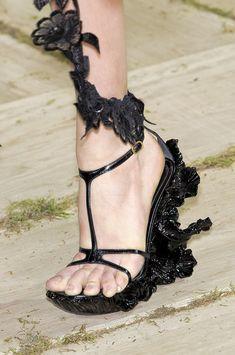 Alexander McQueen at Paris Fashion Week Spring 2011 - StyleBistro