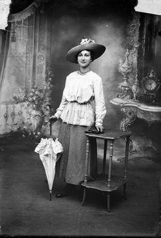 1917 fashionable lady