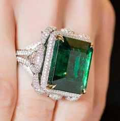Exceptional gems and jewels and excellence of craftsmanship. That is #TAKATNewYork. ✳️